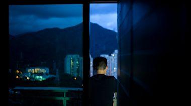 一屋劏八房,香港豪宅裏的劏房人生|端傳媒 Initium Media