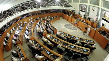 Kuwait's government quits, deepening political deadlock