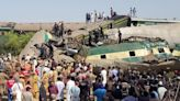 巴基斯坦南部驚傳火車相撞 超過30死120傷 軍方急救援