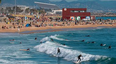 Barcelona tries to save its disappearing beaches