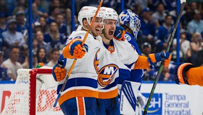 Barzal keeps rolling as Islanders take Game 1 from Lightning