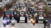 千餘「拖拉機」開進巴黎癱瘓交通 法國農民不滿政策威脅生計
