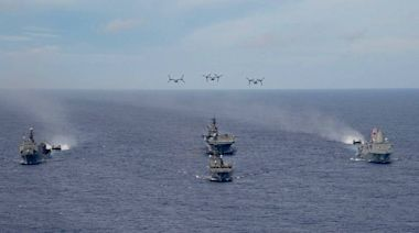 軍情動態》日美軍艦在沖繩東方集結演練 強化兩棲聯合作戰能力