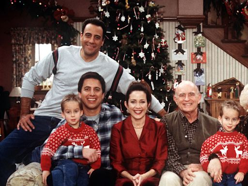 'Everybody Loves Raymond' Cast Sets First-Ever Benefit Reunion To Honor Peter Boyle