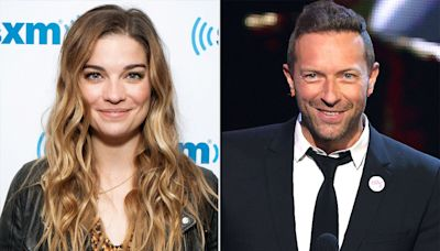 Annie Murphy Reveals She Once Licked Chris Martin's Sweat Off Her Hand at a Coldplay Concert