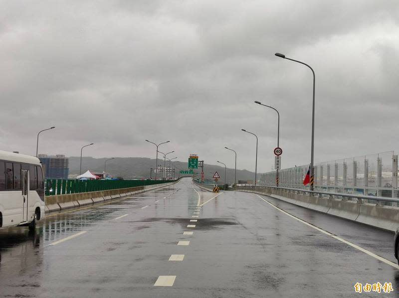 淡江大橋八里端