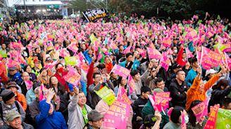 台灣大選反共潮高漲 鼓舞港人大陸人爭民主