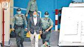 國安重犯黎智英 鐵鏈纏腰押上庭