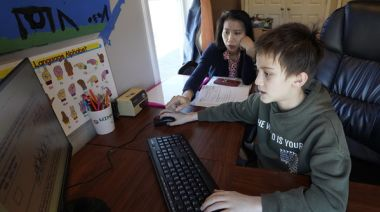 新冠疫情曝教育漏洞! 紐時:遠距教學更能保護弱勢孩童