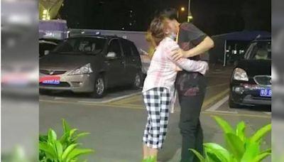 疑聘金談不攏…女街頭跪求男友別走 他流淚:求你放過我吧