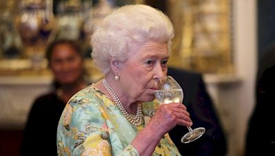Reino Unido: Isabel II, de 95 años, dejará las bebidas alcohólicas por consejo de sus médicos