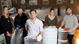 Solidarios: fabrican bolsas de dormir para los sin techo y buscan donaciones