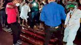 Una multitud se reunió en vano esperando que un pastor resucitara - Diario Hoy En la noticia