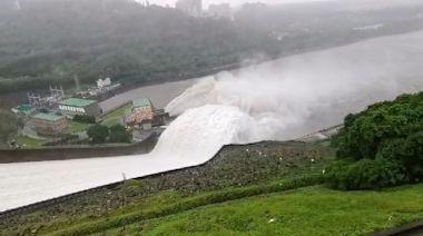 石門水庫洩洪 壯觀畫面曝!2個月蓄水量從8%到100%