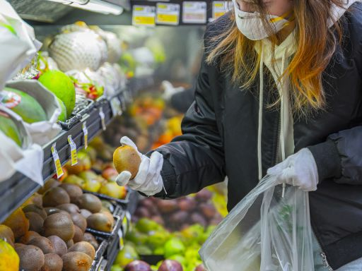 With new COVID-19 strains on the rise, here's the safest way to grocery shop