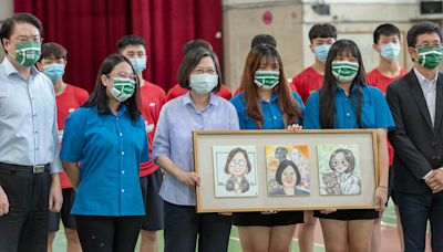 總統訪視李洋母校 評估成立青少年羽球訓練中心