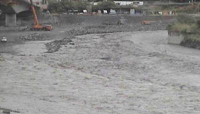 高雄桃源區降雨量達豪雨等級 寶來二號橋達水位二級警戒