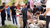 新人辦「極簡婚宴」請賓客站路邊吃麵 遭網友炮轟:小器 | Plastic