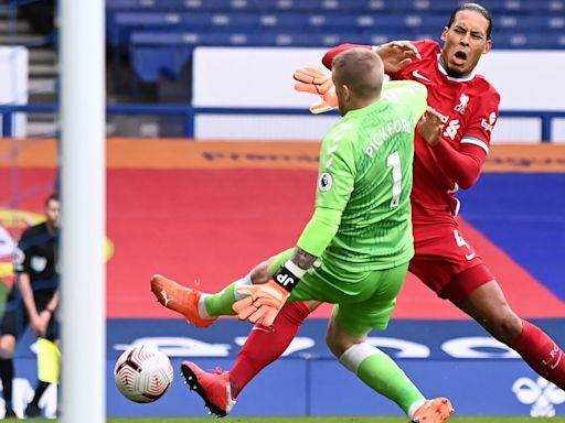 Georginio Wijnaldum fury at 'stupid' Jordan Pickford tackle on Virgil van Dijk