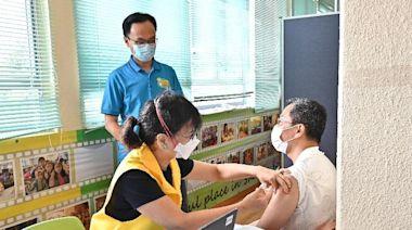 【新冠疫苗】外展隊到沙頭角墟為200名街坊及長者接種科興 當局指正與不同企業院校商外展接種 - 香港經濟日報 - TOPick - 新聞 - 社會