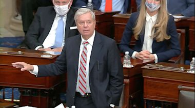'People are frustrated,' Lindsey Graham says after angry airport crowd calls him 'traitor'