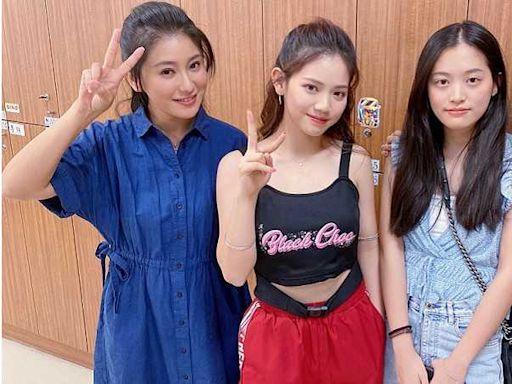 王彩樺兩個女兒進棚探班 《黃金歲月》導演邀約演出