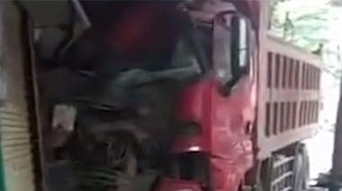貨車疑煞車失靈剷路邊店舗 一人當場死亡