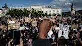 全球爆發種族示威 法加檢討警方執法手段