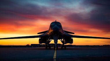 發動機吸入平板電腦報廢 美國B-1B維修中隊指揮官遭解職