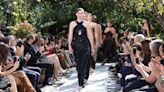 【紐約時裝週】Michael Kors 2022 春夏大秀在中央公園打造浪漫秀場 超模全出動!愛心毛衣背後意義有洋蔥