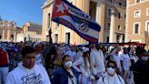 Acontecimientos en el Vaticano acercan al papa Francisco a los victimarios