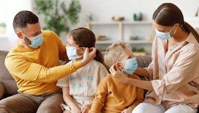 群聚感染最常見的樣態:如何避免同住家人的COVID-19家庭傳播? - The News Lens 關鍵評論網