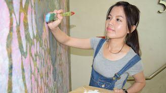 棄教職從事漆作 正妹漆作師魯班公獎獲肯定 - 工商時報