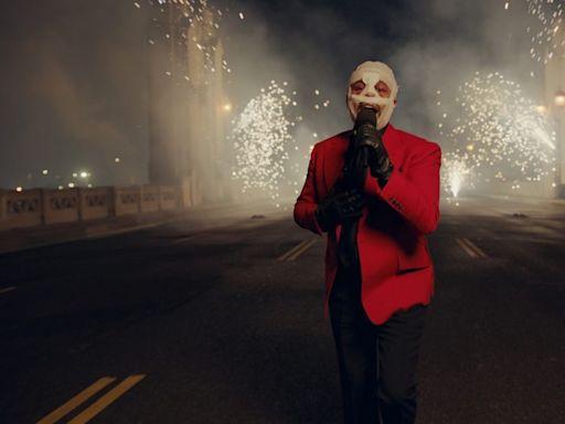 The Weeknd, Taylor Swift, Dan + Shay Win Big at an Audience-Light, Politics-Free American Music Awards