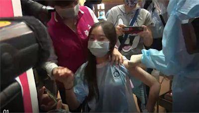 BNT疫苗全台開打!桃園女學生「打第一針」