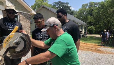 Alabama players give back to the community with 18 for 18 project