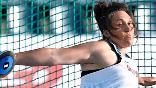 Kirsty Law: Scotland's top discus thrower on improvised training & being an NHS volunteer