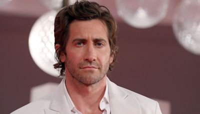 Jake Gyllenhaal just set the record straight on reports that he doesn't shower