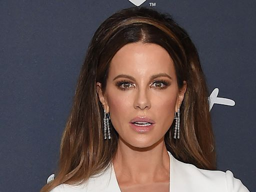 Kate Beckinsale Tops Off Her Unexpected Wedding Dress With the Tallest Gold Sandals