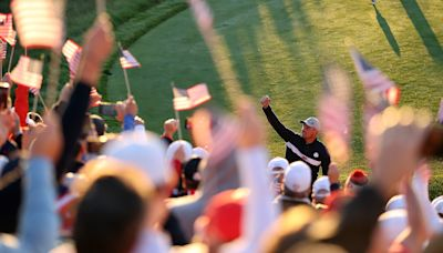 Bryson DeChambeau's first hole: Hits fan, then incredible flop; makes birdie