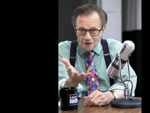 Larry King, whose legendary broadcasting career began on Miami radio, dies at 87