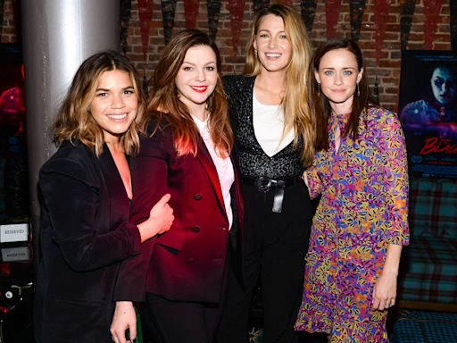 America Ferrera Reveals the Sisterhood of the Traveling Pants Cast Has a Text Thread