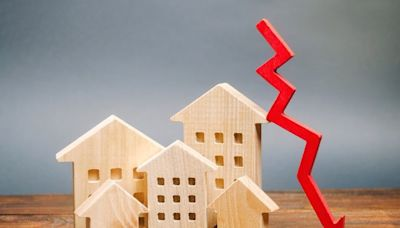 Mortgage Refinance Demand Plunges to Lowest Level in Over a Year