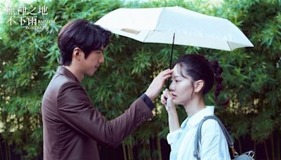 鍾欣凌雨中跪地噴演技 男星對戲嚇壞