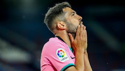 Barcelona draw at Levante to dent their title bid