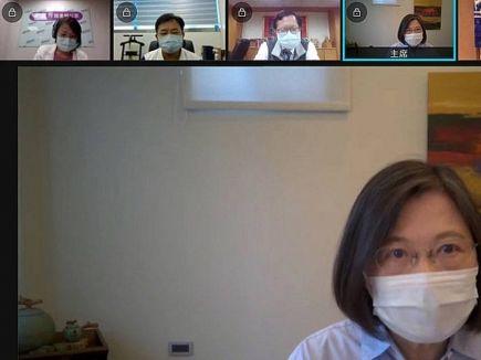 信報即時新聞 -- 蔡英文:控制疫情才能在國際站穩腳步