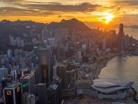 美資大舉拋香港股票 美中談崩或出制裁大招(圖) - 何佳慧 - 時政評析