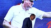 Florida football coach Dan Mullen stands in the long shadow of Nick Saban, but is looking to step out | Hurt