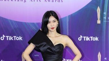 金素妍「胸」狠走百想紅毯 張允珠硬擠乳溝對抗