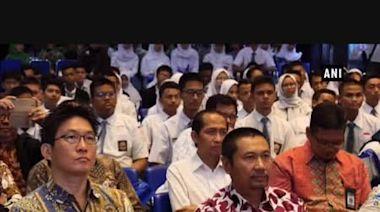 Casio contributes to education in Indonesia